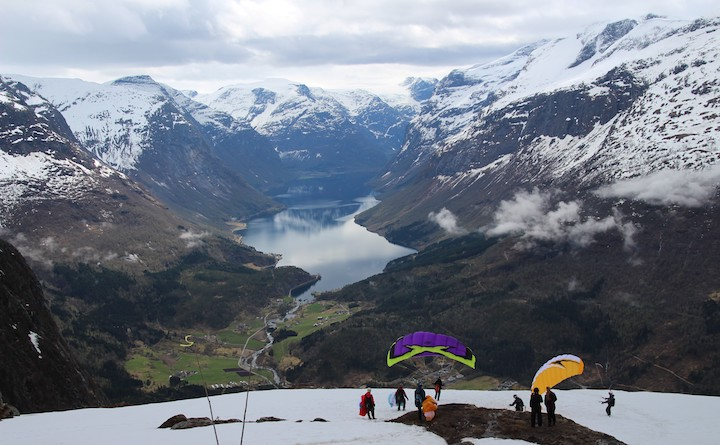 Base-jumpers atop Mt. Hoven